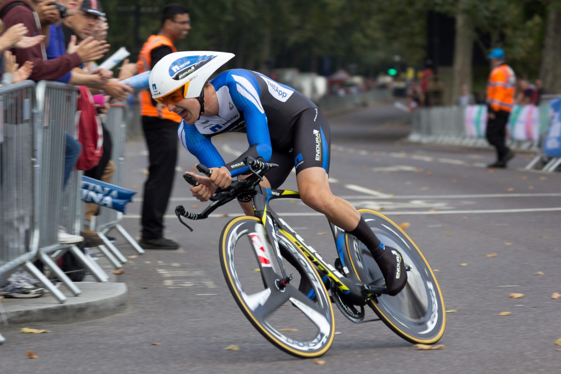 Scott Thwaites going round a corner at the 2014 Tour of Britain